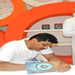 """بن سعد يوقّع كتابه """"زوبعة في فنجان"""" في معرض الشارقة للكتاب"""